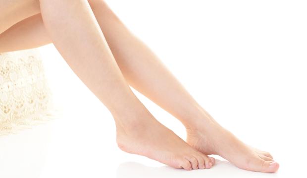 私たちの足には、たくさんの雑菌が住みついています。そして ...