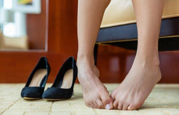 何をやっても足が臭い!4つの基本対策と一瞬で消し去る簡単な方法はこれ!