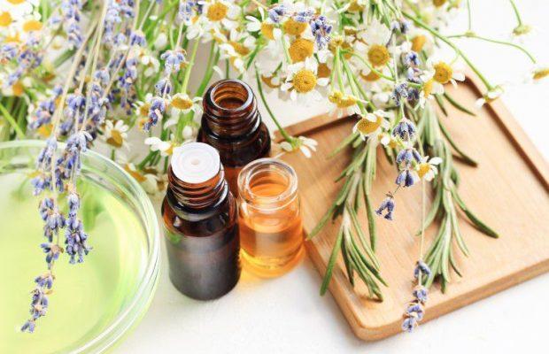アロマオイルをブレンドして自分だけの特別な香りを。簡単にできるコツは?